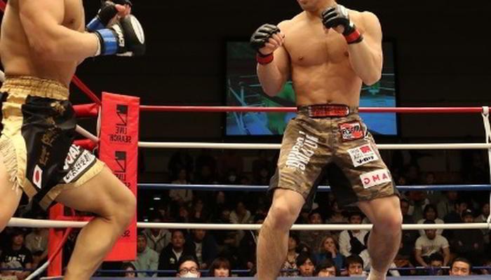 två MMA fighters