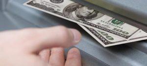 Pengar som personen tar ut snabbt